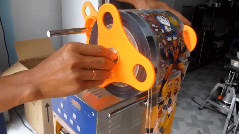 Cuộn màng nilong dán cốc nhựa