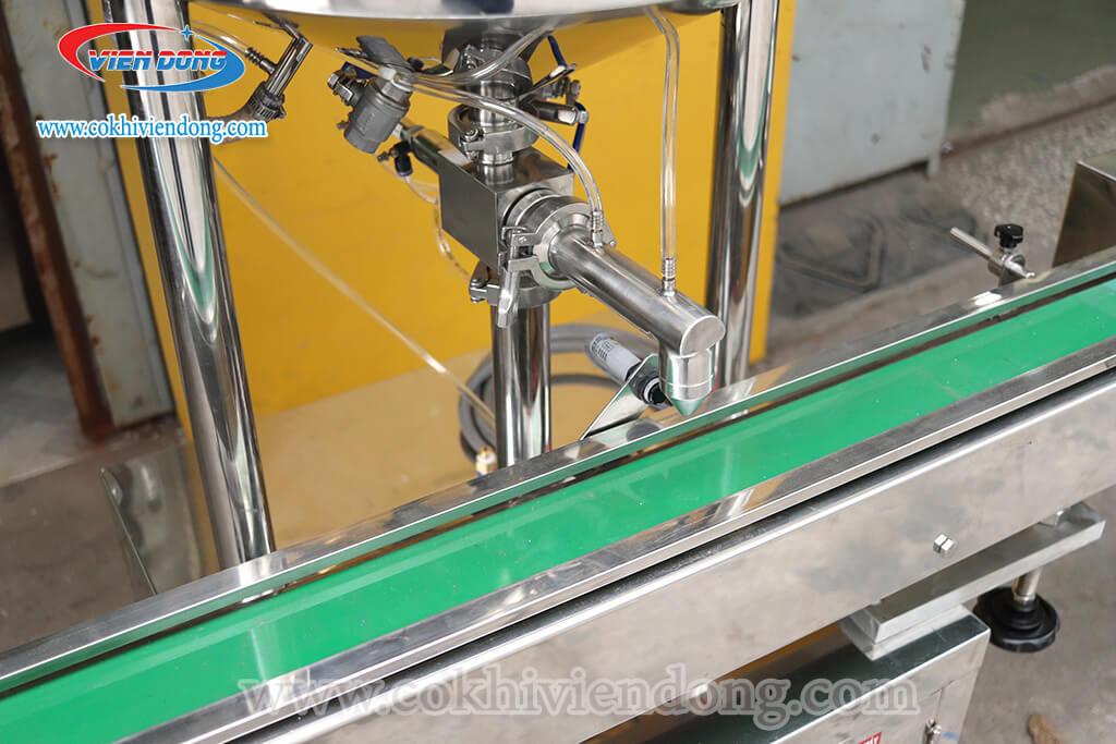 Máy chiết rót 1 vòi gia nhiệt có băng tải tự động