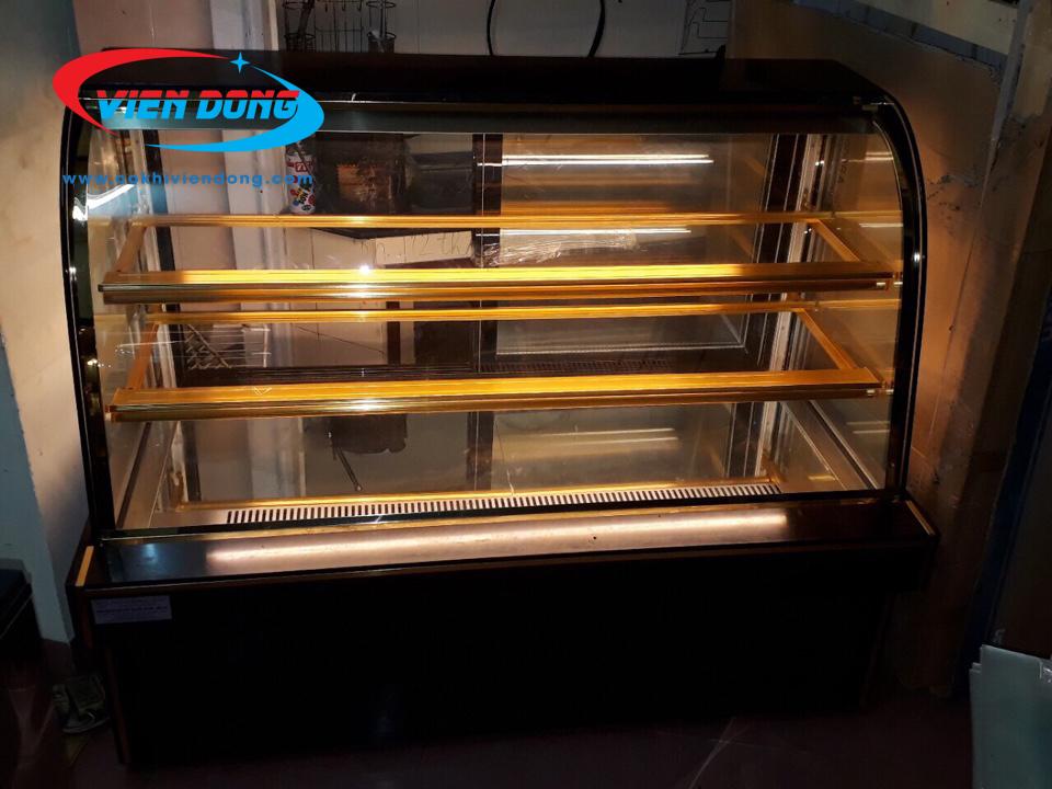 tủ kính trưng bày bánh kem 3 tầng