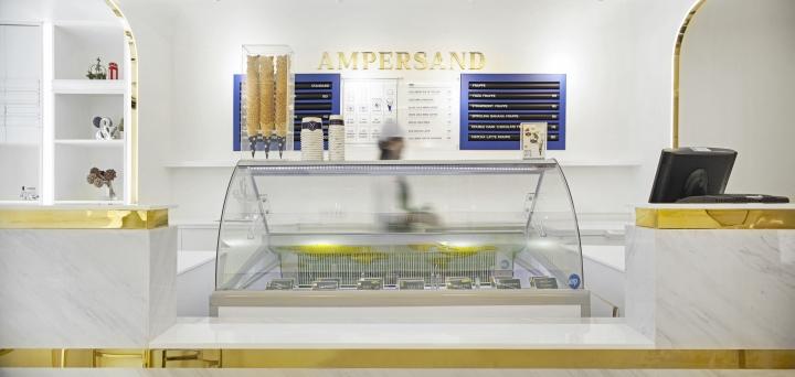 Tủ kính trưng bày bánh kem- kính cong