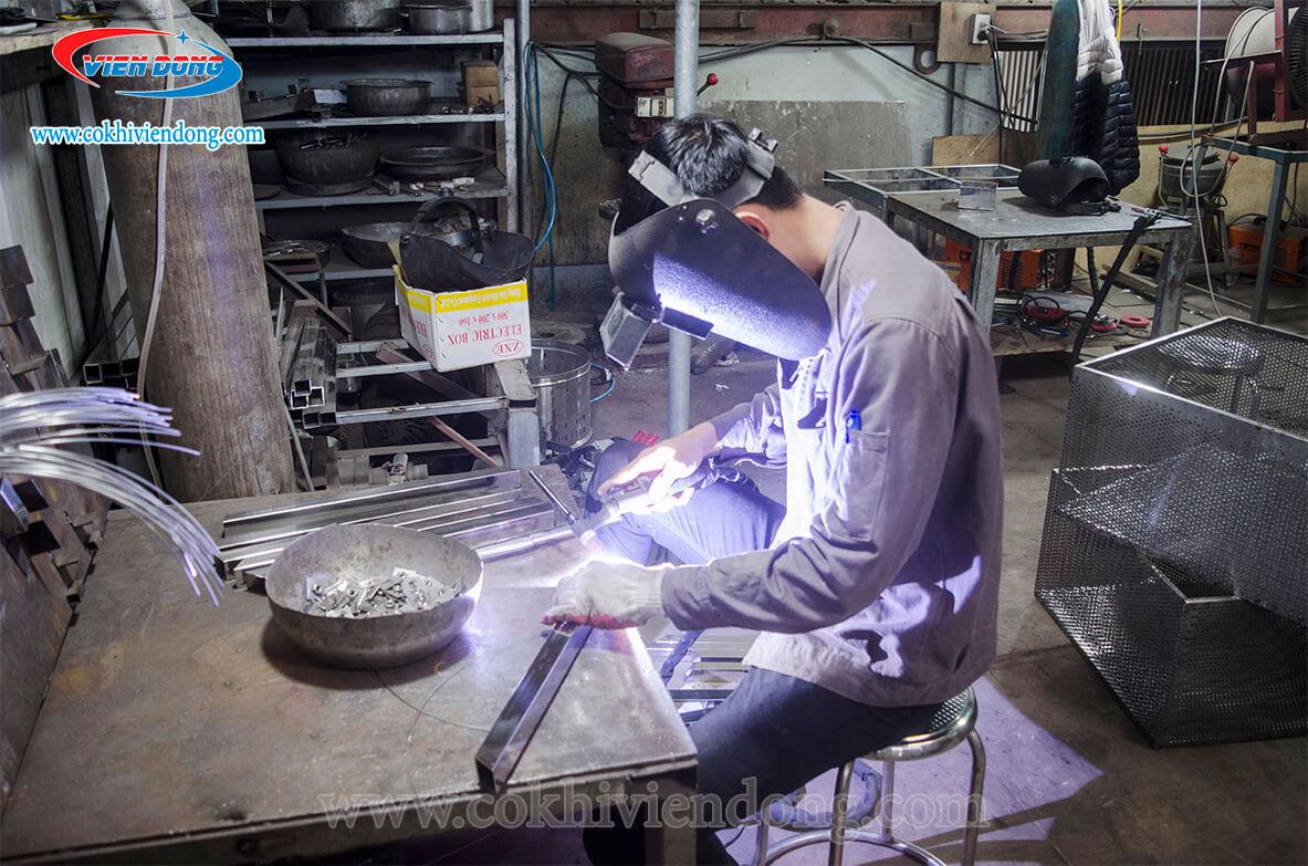 gia công chân bàn bếp inox công nghiệp