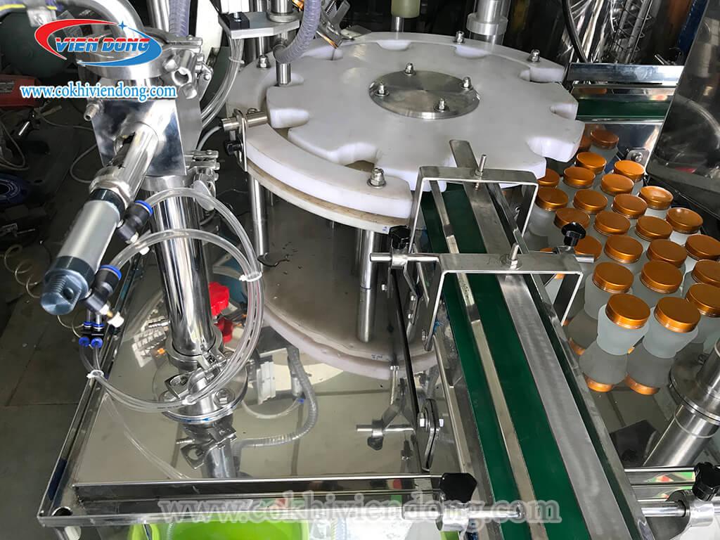 máy chiết rót và đóng nắp chai tự động (1)
