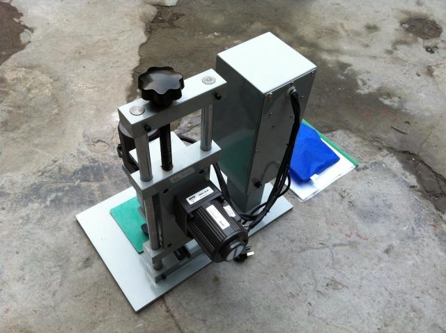 máy đóng nắp chai thủy tinh DDX 450