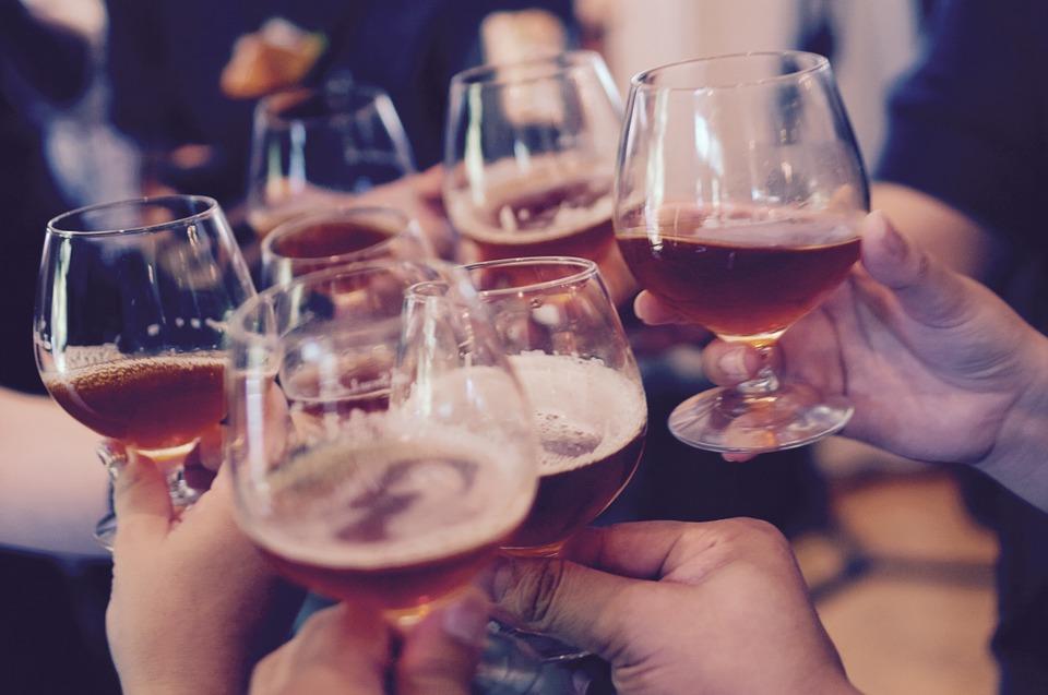 Uống rượu ăn gì ngon – Chi tiết từng loại đồ ăn phù hợp với từng loại rượu