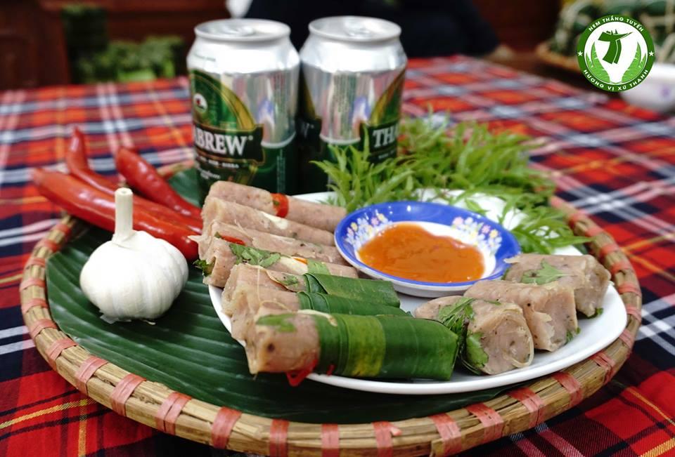 quán ăn là khách hàng chính cho cơ sở kinh doanh nem chua
