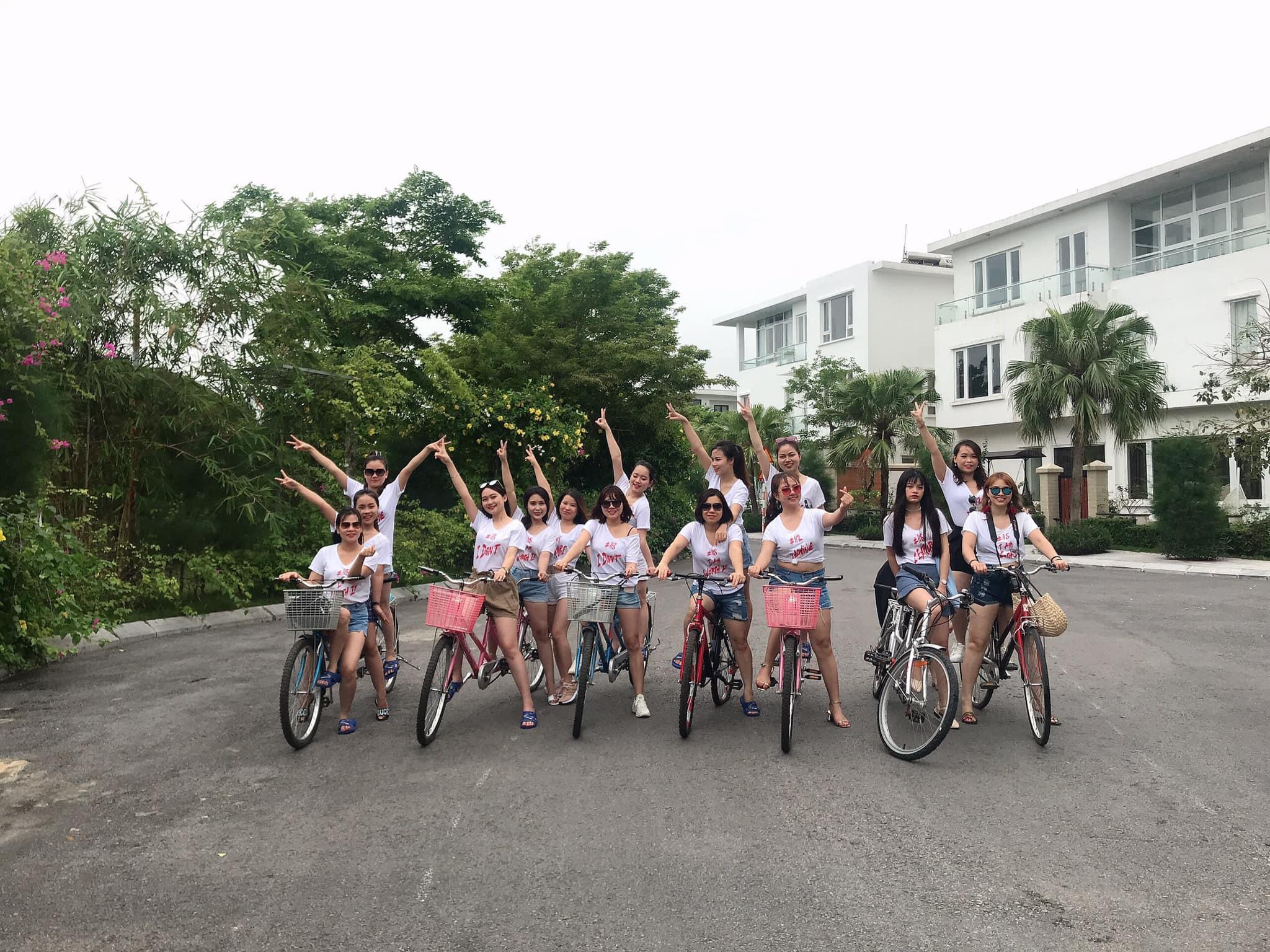 check - in với xe đạp cùng đồng đội