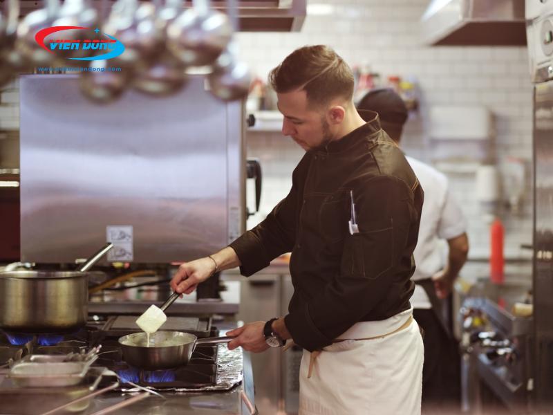 Thiết kế bếp nhà hàng nhỏ khác gì với thiết kế bếp nhà hàng lớn?
